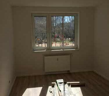 Großzügige geschnittene Wohnung * Wohnküche *Balkon zum Garten *Laminat *Wannenbad mit Fenste*Keller