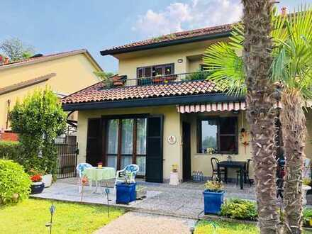 Schöne Garten-Wohnung mit Pool- und Tennisplatzanteil in ruhiger und sonniger Lage