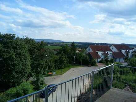 Neuwertige Wohnung mit drei Zimmern und Balkon in Ellwangen (Jagst)