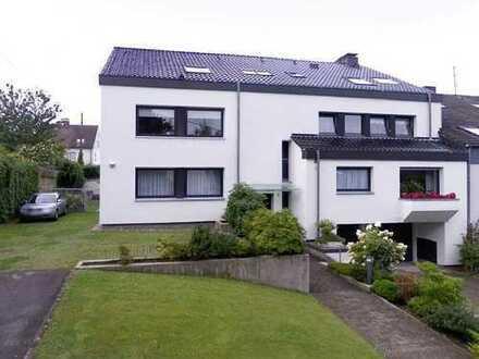 Luxuriöse 7-Zimmer-EG-Wohnung mit Mobiliar, Garten und Terrasse