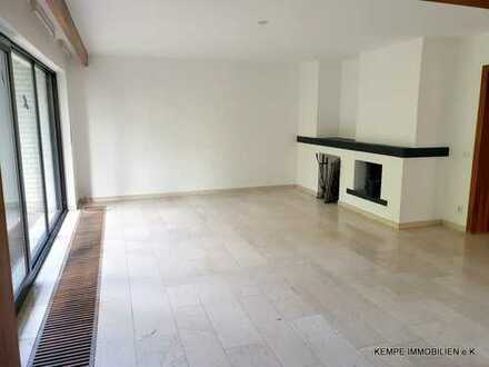 ETW bestehend aus 132m² + 64m² + 38m² + kompletten Spitzboden + alleinige Gartennutzung
