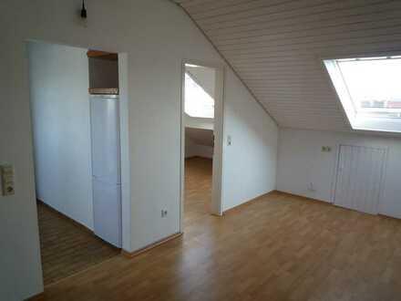 Helle 2 Zimmer DG-Wohnung in einem 6 Familienhaus