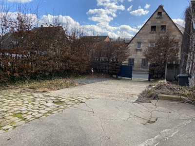 Haus mit Garten und Garage mitten im Dambach