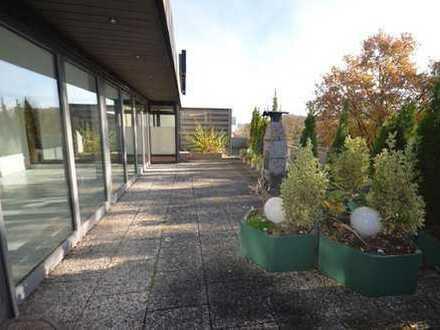STADTNAH GELEGENE PENTHOUSE-WOHNUNG IN AHRENSBURG