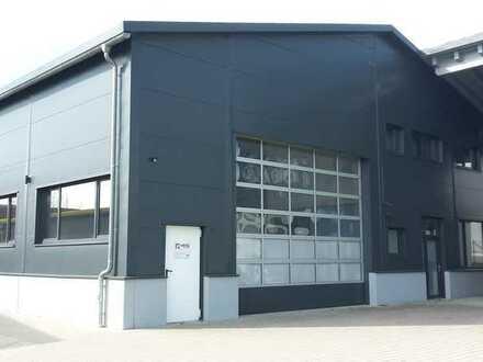 Neuwertige Produktions- / Montagehalle