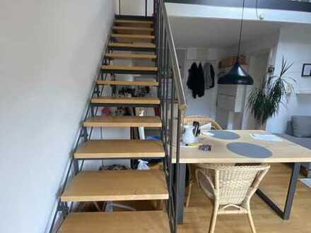 Gepflegte 2-Zimmer-Maisonette-Wohnung mit Balkon und Einbauküche in Stuttgart
