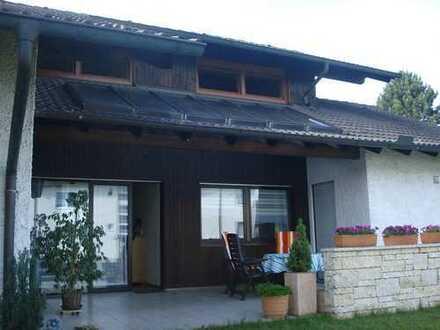 Von Privat: Schönes Einfamilienhaus mit Einliegerwohnung und 3 Garagen in Vohburg OT