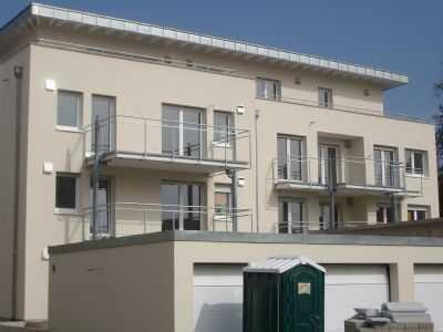 luxuriöse 4-Zimmer-Wohnung incl. Einzelgarage + Stellpatz davor, 105m² Wfl