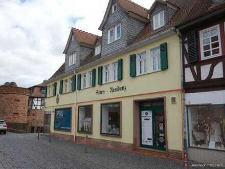 Schönes Ladengeschäft/Büro mit großen Schaufenstern auf Büdingens Einkaufsstraße zu vermieten
