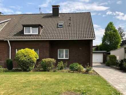 Bachem, gepflegtes 1-2 Familienhaus, ca. 155 m² Wfl., Sonnengrundstück 1074 m², Doppelgarage, Garten
