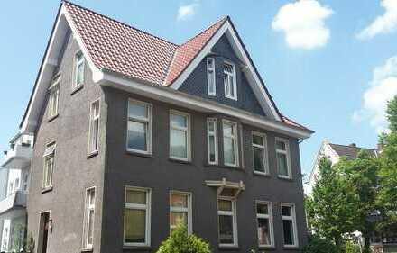 3 Zimmer DG-Wohnung in Spitzenlage, kernsanierteAltbauvilla, von privat