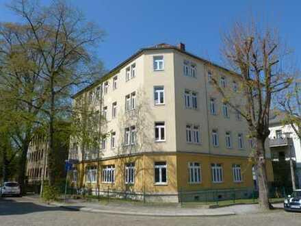 großzügige toll ausgestattete Wohnung mit Balkon, Lift und 4,8 % Rendite oder für Eigennutzung!!!