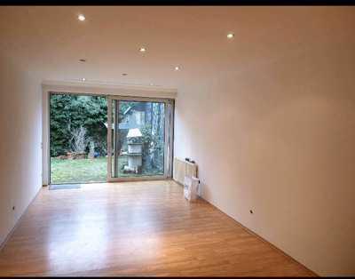 Erdgeschosswohnung, 4 Zimmer, eigener Garten, große Wohnküche, Garagenstellplatz (5tes Schlafzimmer)