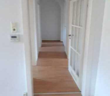 Dachgeschosswohnung mit 3 Zimmern in guter Lage von Hof