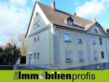 2122 - Dreifamilienhaus mit Garten und 2 Garagen in Arzberg