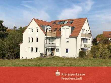 Schön, grün und top: Vermietete 2-Zimmer-Dachgeschosswohnung zur Kapitalanlage in Nordstetten