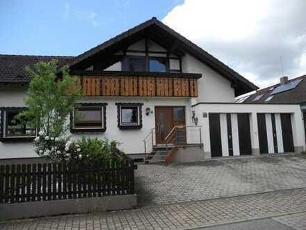 Das Ein- bis Zweifamilienhaus in sonniger, ruhiger Wohnlage mit weitläufigem Garten und Doppelgarage