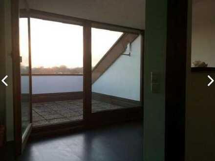 Exklusive, neuwertige 2-Zimmer-DG-Wohnung mit Balkon und EBK in Untergruppenbach