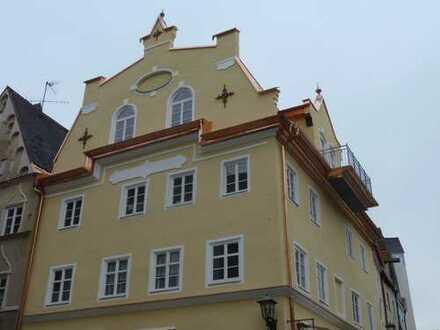 Außergewöhnliche denkmalgeschützte 3-Zimmer-Altbauwohnung im Herzen Füssens