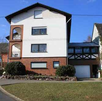 7-Zimmer-Wohnung mit Terrasse, Wintergarten, Balkon, ausgebautem Dachgeschoss und Garage