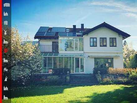 Wohnen und Arbeiten in einem Haus: Villa in exklusiver Lage