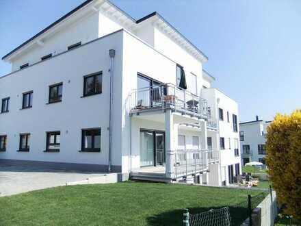 REMAX - Traumhaft, neuwertige Penthouse-Wohnung mit Dachterrasse und Fernblick.