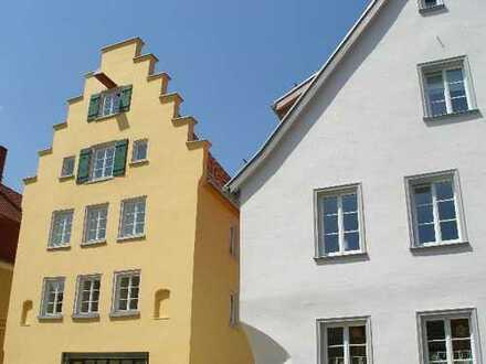 Behagliche Altbauwohnung, saniert, zentral, EBK, Tageslichtbad DU+BW, Balkon, Stellplatz, 2,5 Zimmer