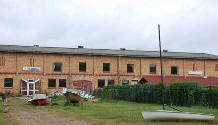 praktische Halle für Lager oder auch Produktion inkl. Betriebswohnung