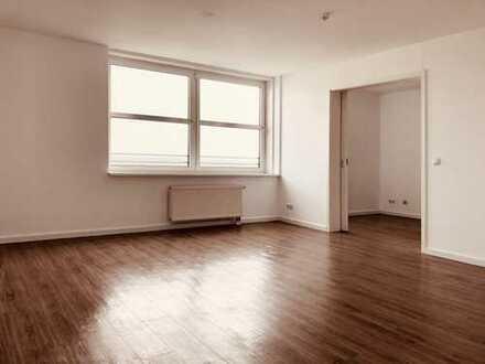 Komfortable und schön geschnittene 2-Zimmer-Wohnung im TOWER (10.OG) mit EBK -we89-