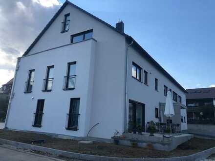 Exclusiver -Erstbezug: Helle /geräumige 4-Zimmer-Wohnung mit EBK, TG u. Balkon in Weil im Schönbuch