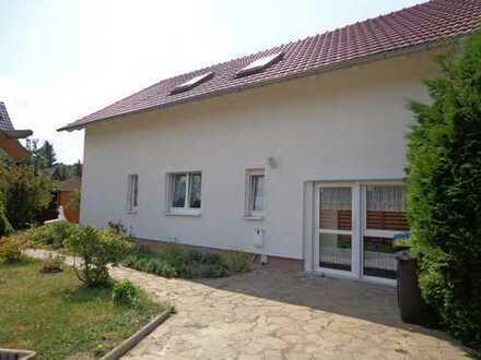 Einfamilienhaus mit Garage und Pool