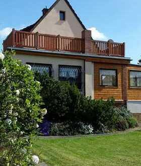 (Teil-) möbliertes 3-Zimmer-Einfamilienhaus mit Garten zur Miete in Karben-Rendel