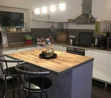 Exklusive, geräumige 2-Zimmer-Penthouse-Wohnung mit EBK in Frankfurt-Rödelheim