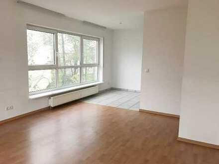 Offenbach-Westend: Sehr gepflegte 2-Zimmer-Wohnung mit Balkon, Küche, Aufzug und Stellplatz
