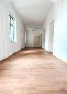Großzügige 11 Büroräume in gepflegtem Zustand zur sofortigen Anmietung!