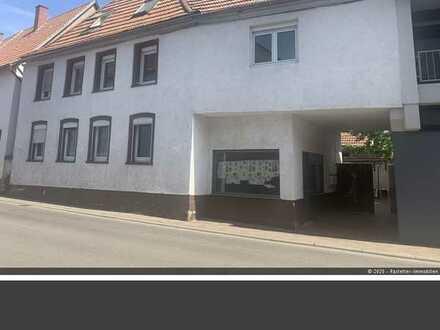Renditeobjekt! 3-Famlienhaus mit zusätzl. Gewerbeeinheit im EG