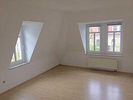 Helle DG-Wohnung inklusive EBK in verkehrsgünstiger Lage!!
