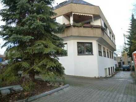......Hallenteilfläche in Kornwestheim für Oldtimer PKW / Motorrad ?