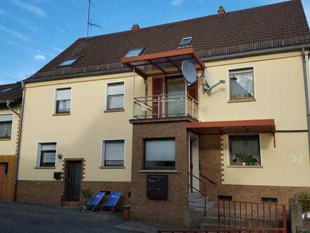 Gepflegte 3-Zimmer-Wohnung mit Balkon und Einbauküche in Steinwenden
