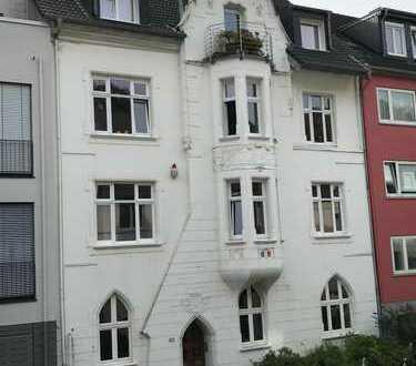 Großzügige 116 qm-Altbauwohnung plus 2 separate Räume 29 qm