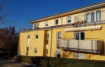 *Herrliche Dachterrasse* u. schicke 2 Zi.-Wohnung, behindertengerecht, Aufzug u.v.m. in Stadtlage