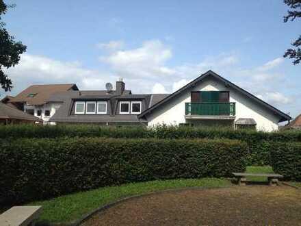 Vollständig renovierte 5-Zimmer-DG-Wohnung mit Balkon und Einbauküche in Main-Kinzig-Kreis