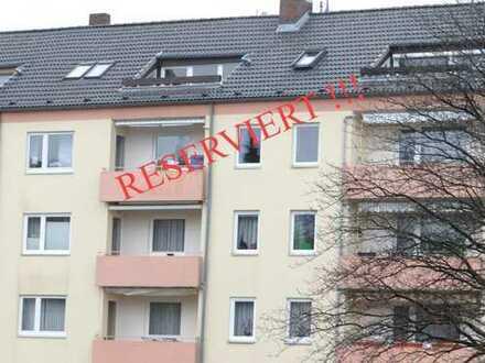 *RESERVIERT !* Niedliche 2-Zimmer Dachgeschosswohnung mit schöner Sonnenterrasse - Bezugsfrei !