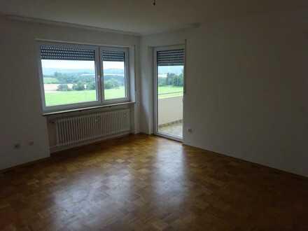 Vollständig renovierte Wohnung mit zwei Zimmern und Balkon in Bad Steben