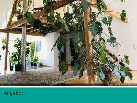 Eine Ruheoase! Traumhafte Maisonette-Wohnung mit besonderer Architektur.