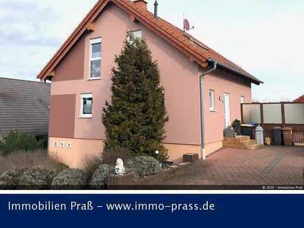 Top-Gelegenheit! Einfamilienhaus mit sep. Doppelgarage in Waldböckelheim zu verkaufen.