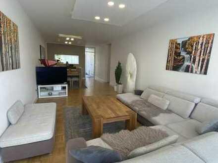 Moderne und großzügige 4-Zimmer Wohnung mit Loggia und Blick ins Grüne