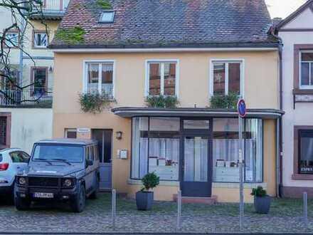Charmante, kleine Ladenfläche in Toplage mit großem Schaufenster