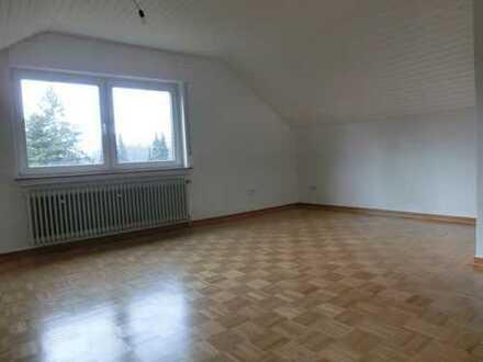 2 Zimmer DG-Wohnung, zentrale, ruhige Lage