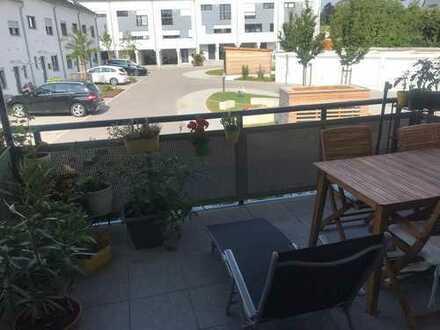 Sonnige zwei Zimmer Wohnung mit großem Westbalkon